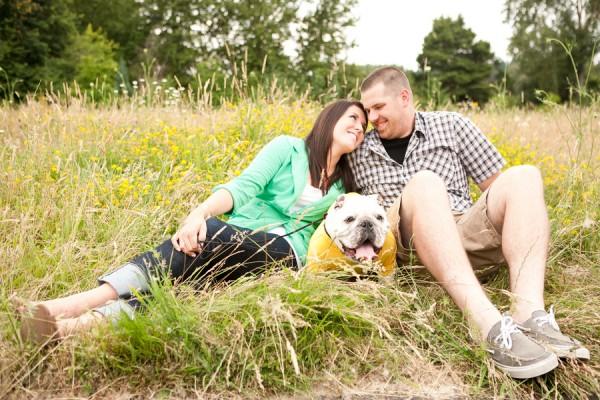 Oregon Engagement shoot with English Bulldog