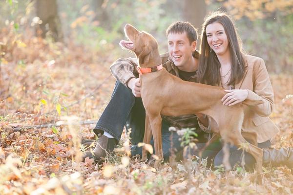 Autumn-family-portrait-with-Vizsla