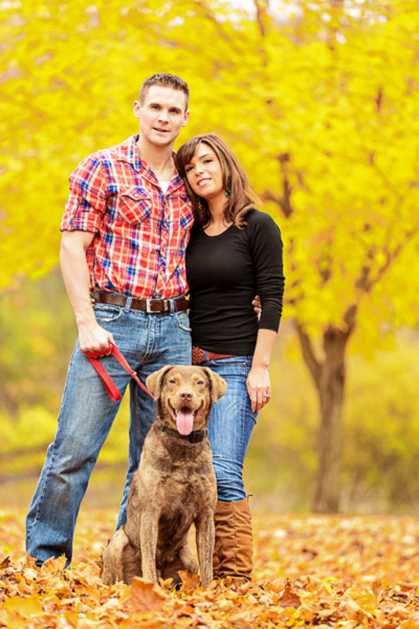 fall-engagement-session-with-Chesapeake-retriever