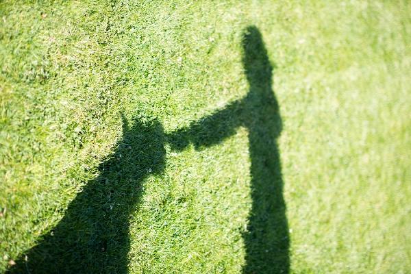 girl-and-dog-shadow,