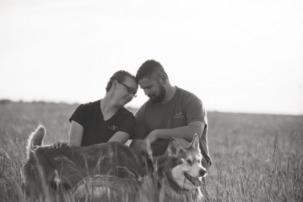 engagement-pictures-with-dog