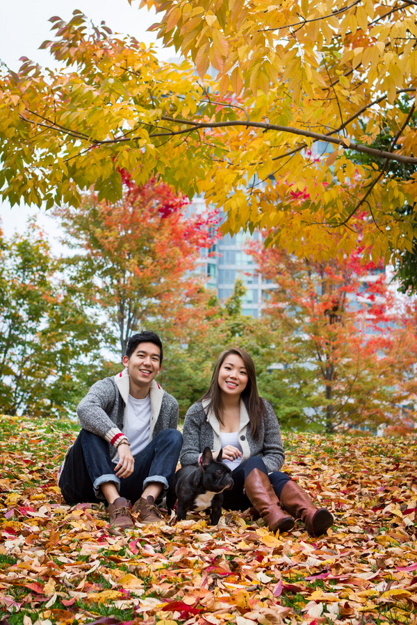 © Samantha Ong Photography, fall-family-photoshoot-with-Frenchie