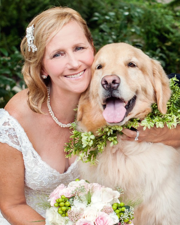 © Cariad Photography/Laura Parente | Daily Dog Tag | Bride-and-her-dog