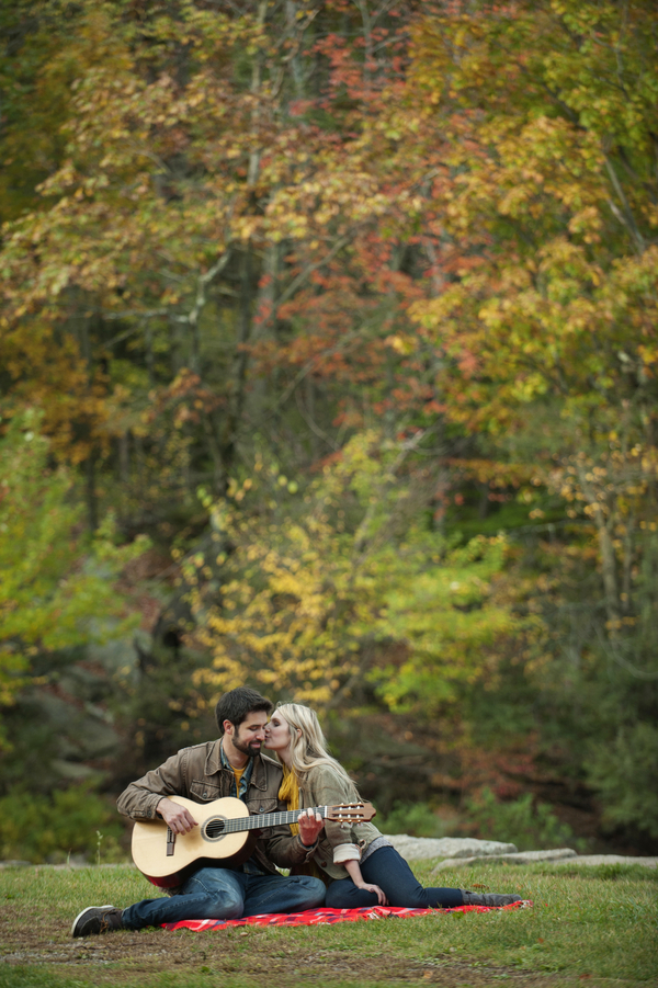 © Julia Jane Studios | Daily Dog Tag | Fall-engagement-session-in-woods