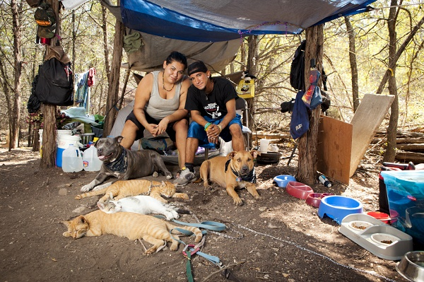 © Norah Levine Photography | homeless-family-with-dogs-living-in-woods