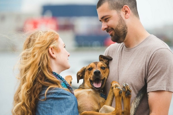 © Beth T Photography | engagement sessions with dogs, lifestyle-engagement-pet-portraits
