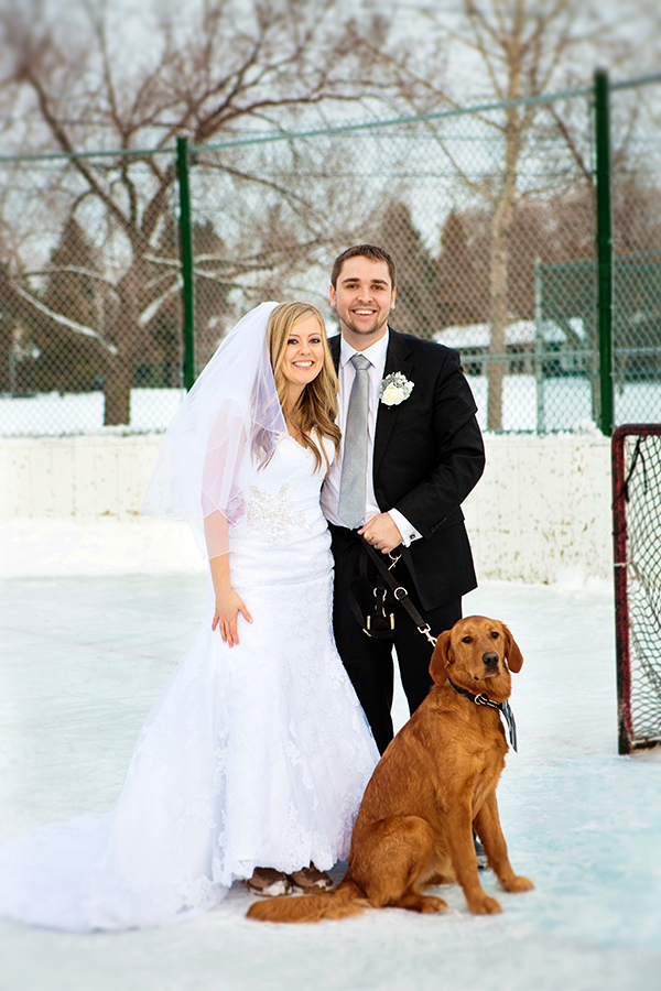 © Creationsphoto | winter wedding photos with Golden Retriever, dog in winter wedding pictures