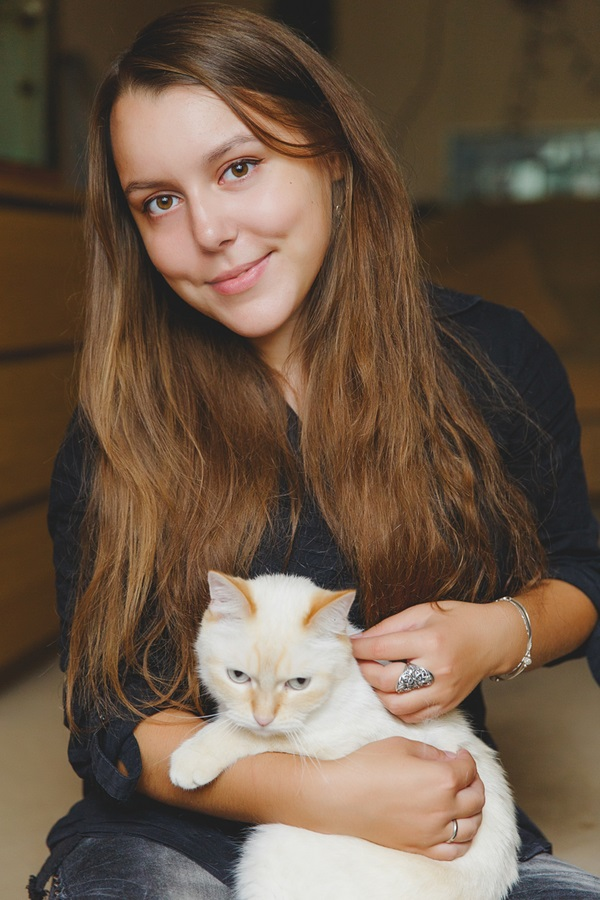 © Warmphoto Photography |lifestyle pet portraits, girl and her cat