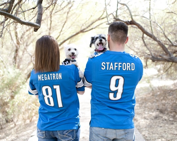 © Lauren Weeks Photography | football fan dogs and family, lifestyle-dog-portraits, Detroit Lions fans