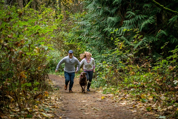 © Salt & Pine Photography | engagemen- session-with-dog, running up trail