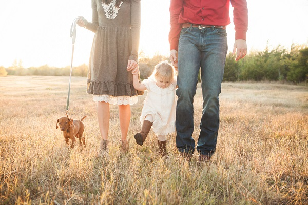 © Fife Photography | Family-portraits-puppy, field, on-location family-pet photography, Oklahoma portraits