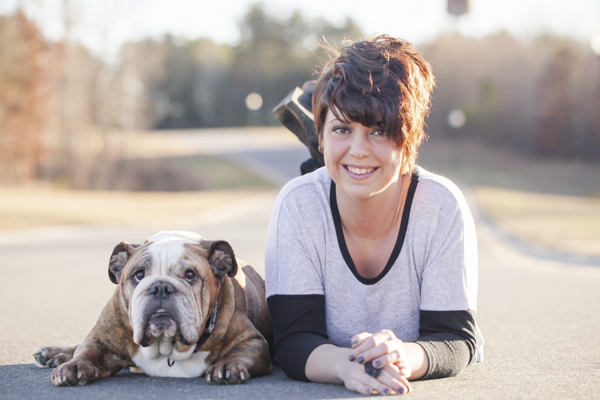 © Casey Hendrickson Photography | English-Bulldog and girl lying on street, lifestyle-photographer