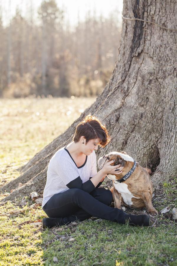 © Casey Hendrickson Photography | English-Bulldog and girl