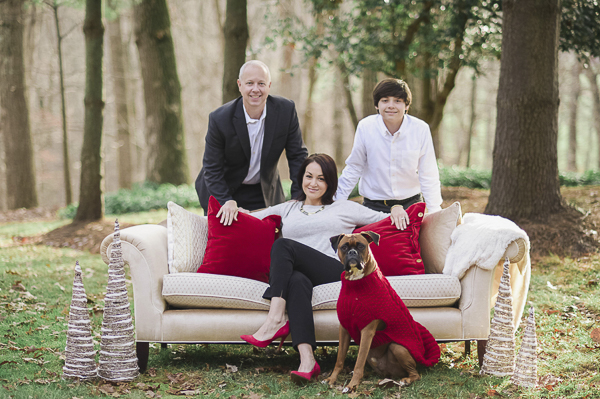 lifestyle family photos with dog