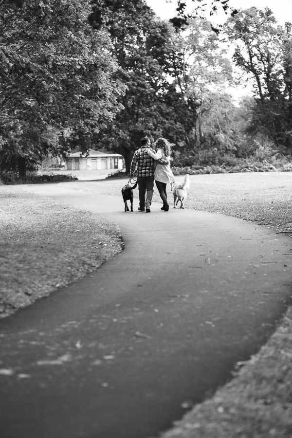 © Tiffany Joyce Photography | black-white photography, couple and dogs