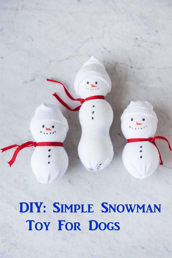 snowman dog toys, sock, tennis ball, #PAWsomeGifts #ClausAndPaws