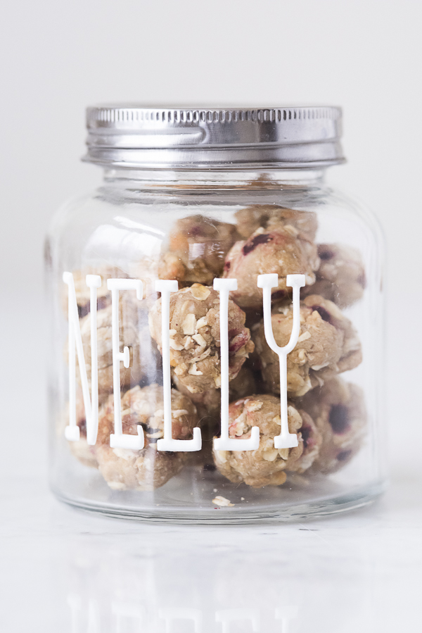 easy-DIY-jar with stickers. homemade gluten free vegan dog treats