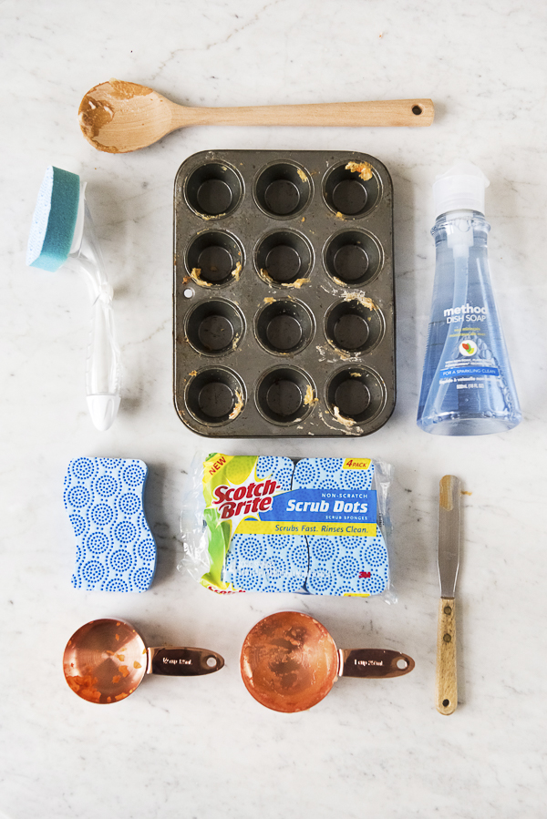 muffin pan, Scotch-Brite Brand, Method, flat lay