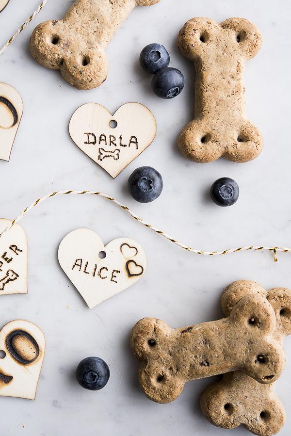 wood heart tags, blue berries, Vita Bone dog treats, dog treat review