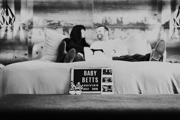 pregnancy announcement, couple with lab pillow on bed, ©Sarah Gillogly Photography