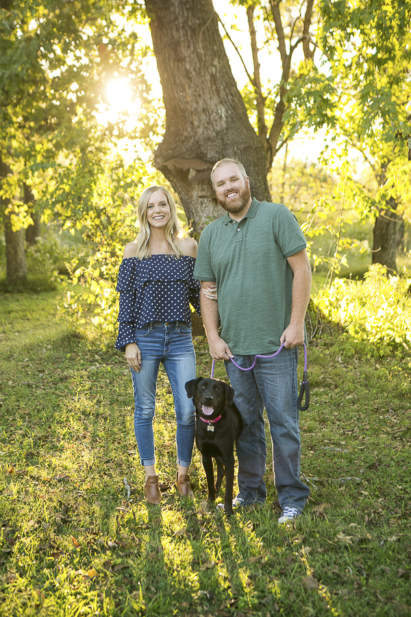 on location pet photography, black lab mix and family in front of tree ©Mandy Whitley Photography | Nashville lifestyle pet photographer