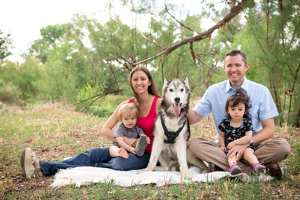 Family pictures with Malamute ©Carved Tree Photography