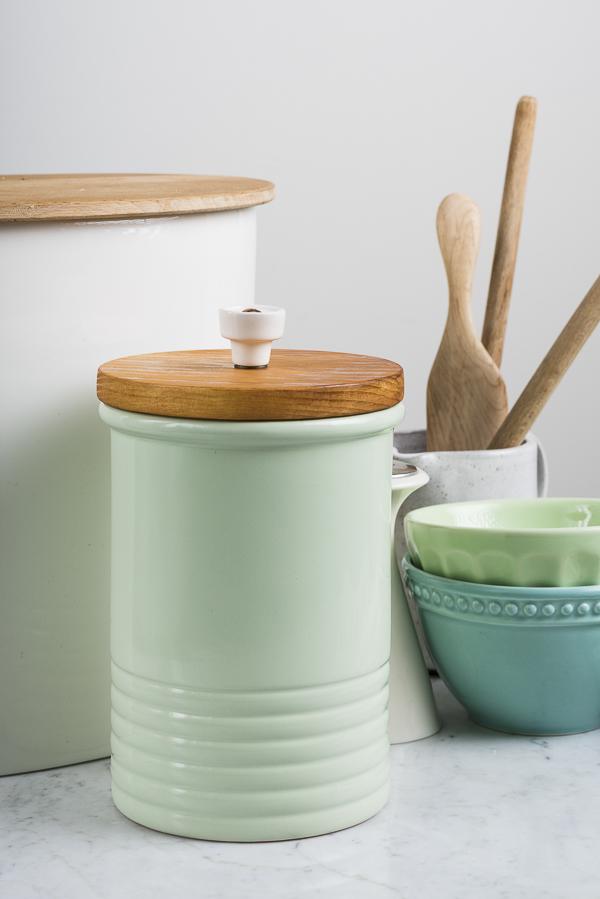 DIY lid for ceramic treat jar, crock for hiding dog treats, dog lover lifestyle tips, Dog mom truth