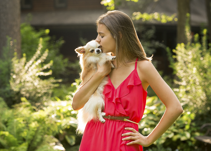 high school senior kissing long haired Chihuahuas ©Trina Bauer Photography | Dog Friendly senior portraits