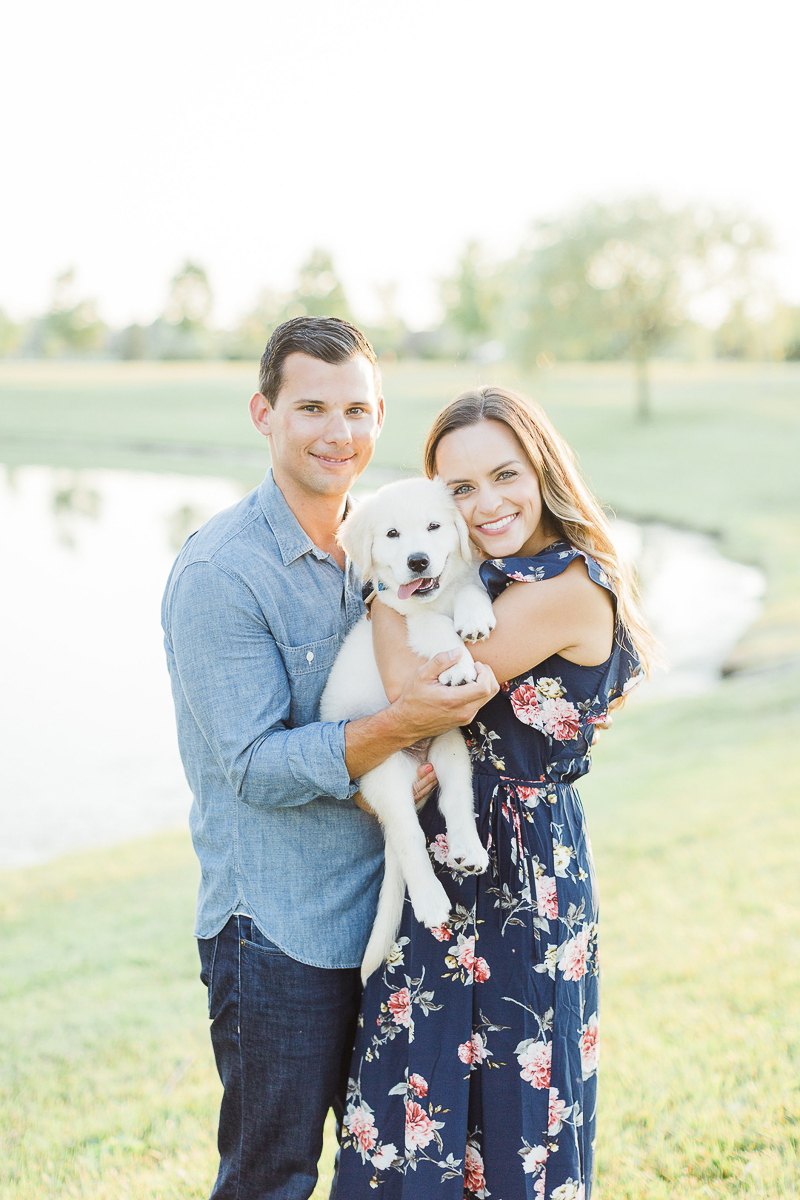 puppy love, married couple and their new puppy   ©Victoria Hunt Photography   Indiana lifestyle photography