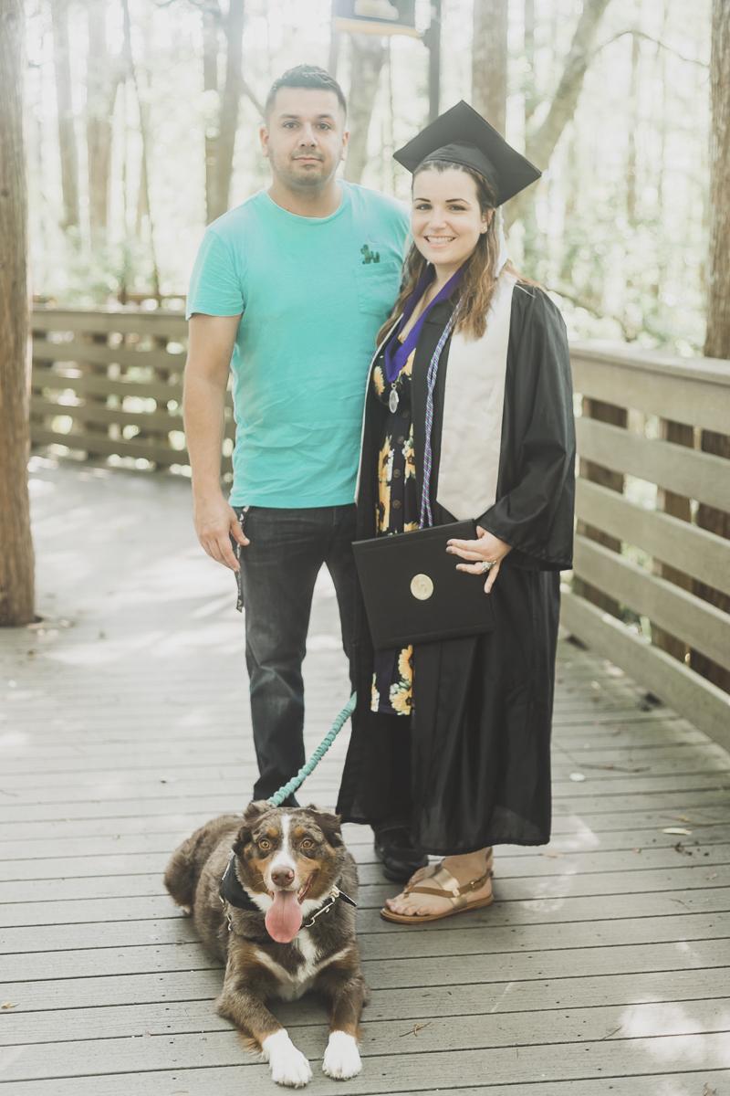 ©Haleigh Nichole Photography | dog-friendly college graduation photos