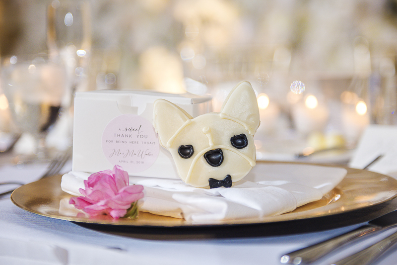 French Bulldog sugar cookie, wedding favor, ©epagaFoto | creative ways to include dog in wedding