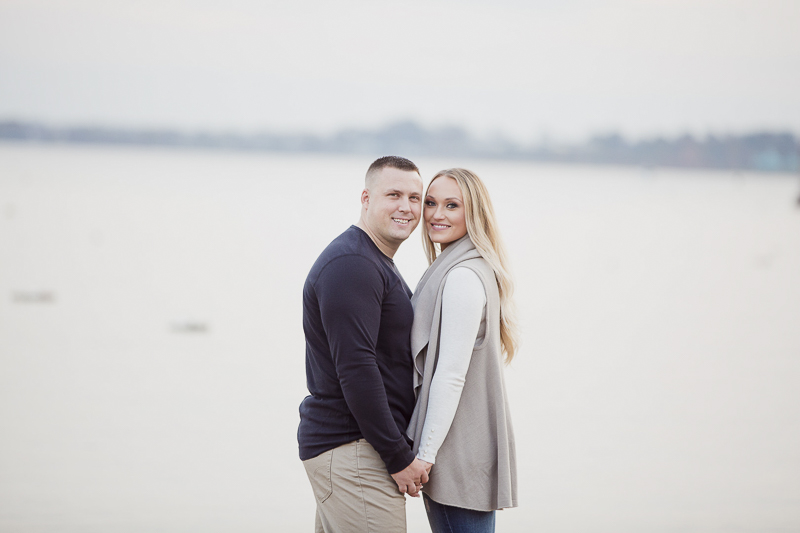 fall engagement photos at the beach, Perth Amboy, NJ, US | ©Meely Photography