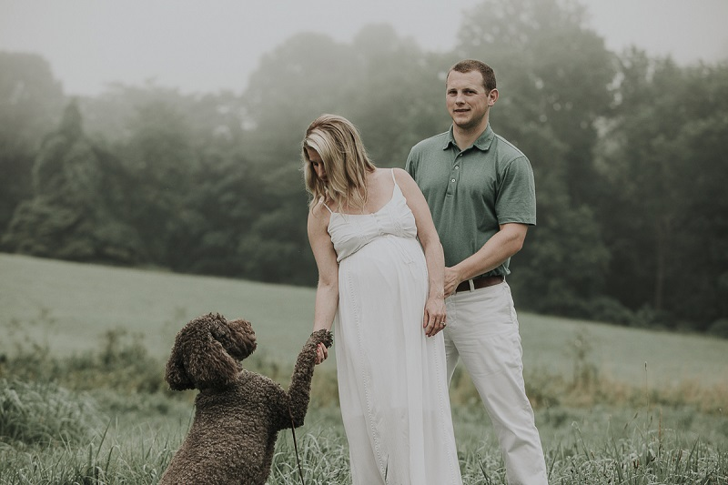 Labradoodle, maternity session with dog, ©Kelli Wilke Photography