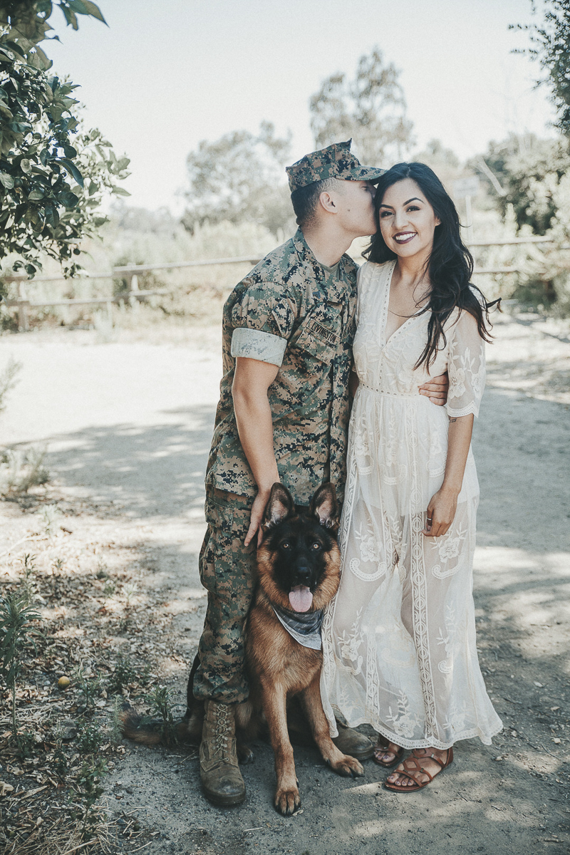 ©Wanderlust Photography | dog-friendly family portraits for military families