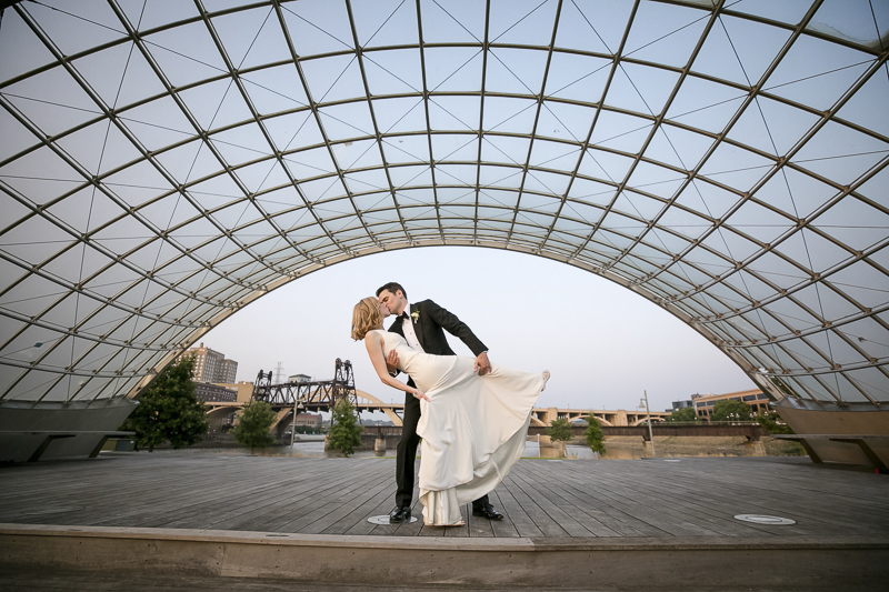 ©Jeannine Marie Photography | St Paul wedding photography, newlyweds kissing, Raspberry Island