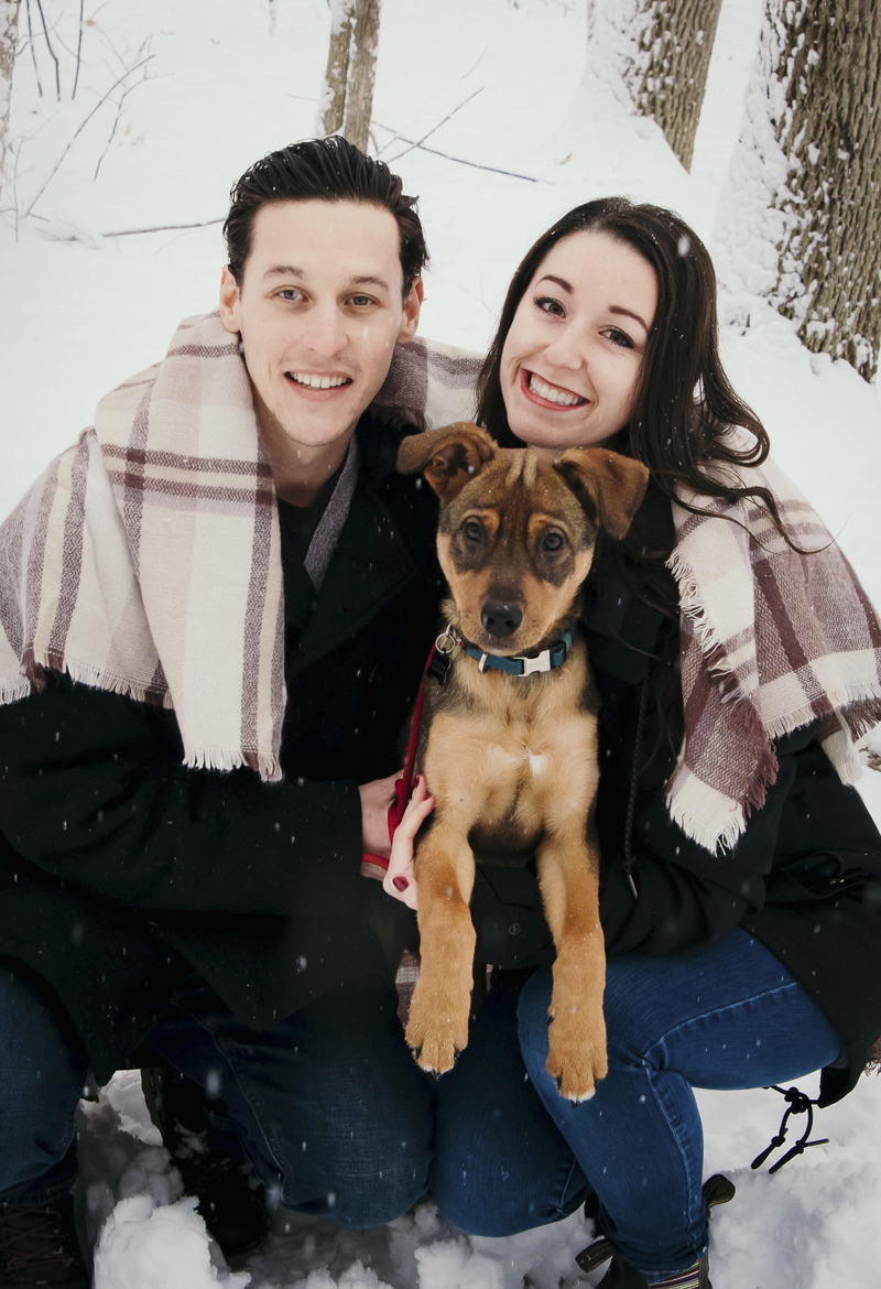 winter fun family pictures with puppy | ©Madison Robertson Photography. Kingston, ON