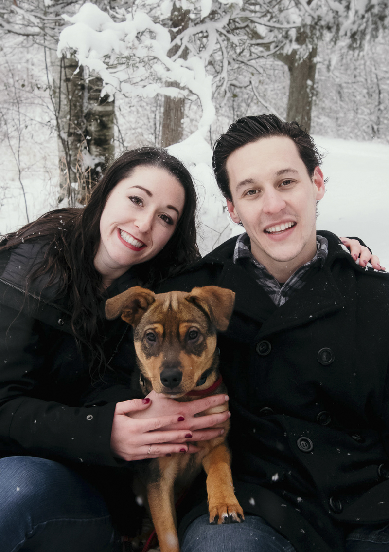 ©Madison Robertson Photography | Kingston, ON, winter family photos with puppy