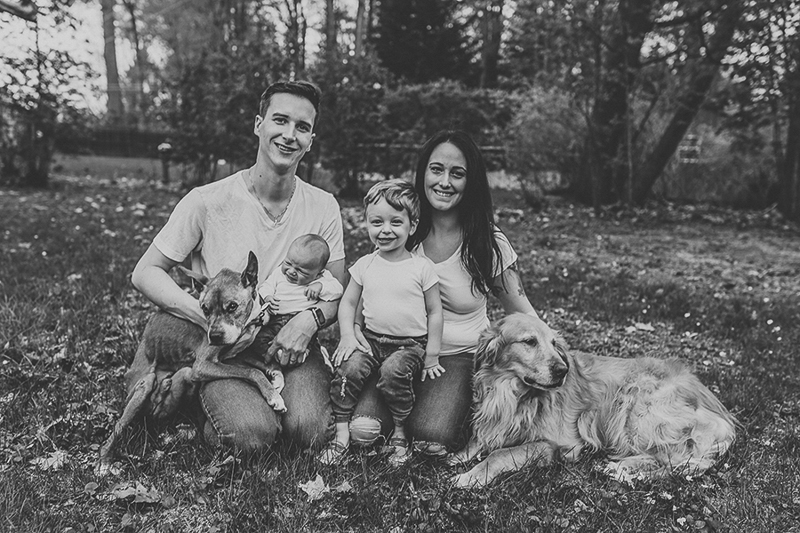 end of life dog photography, senior dog and his family, ©Nicole Maddalone Photography