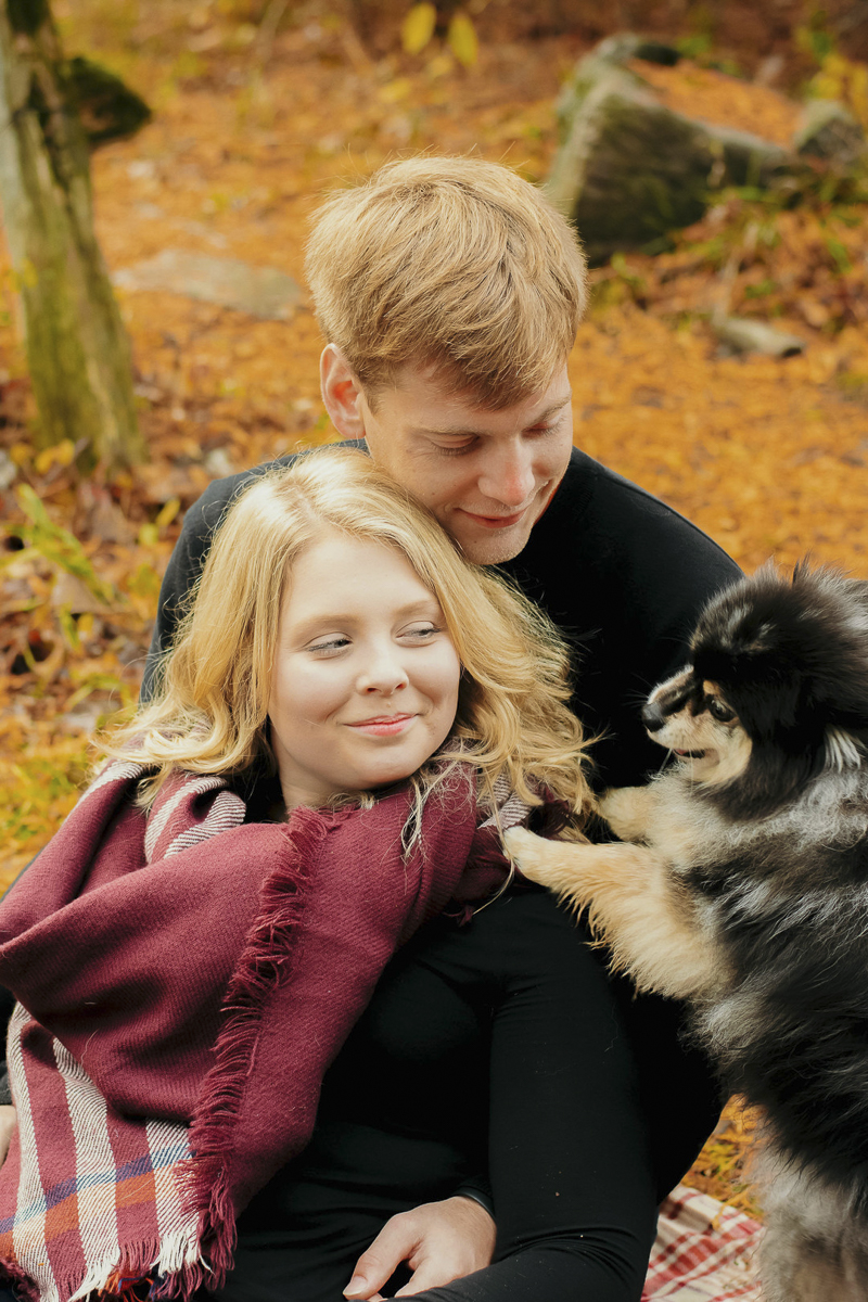cute Pomeranian photobombing ©Madison Robertson Photography | lifestyle dog and family photos