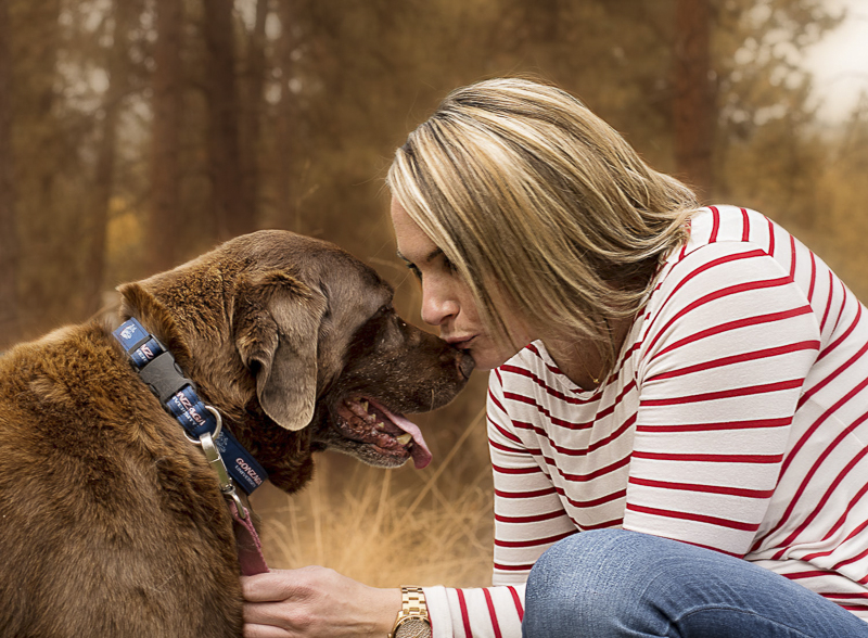 woman kissing Lab on the nose, love between a girl and her dog | ©Noses and Toes Photography