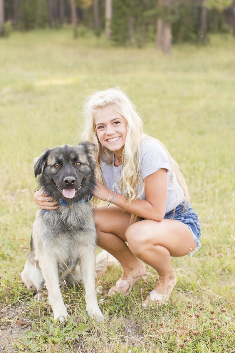 high school senior pictures with a German Shepherd mix, ©Hayden Esau Photography – lifestyle senior portraits