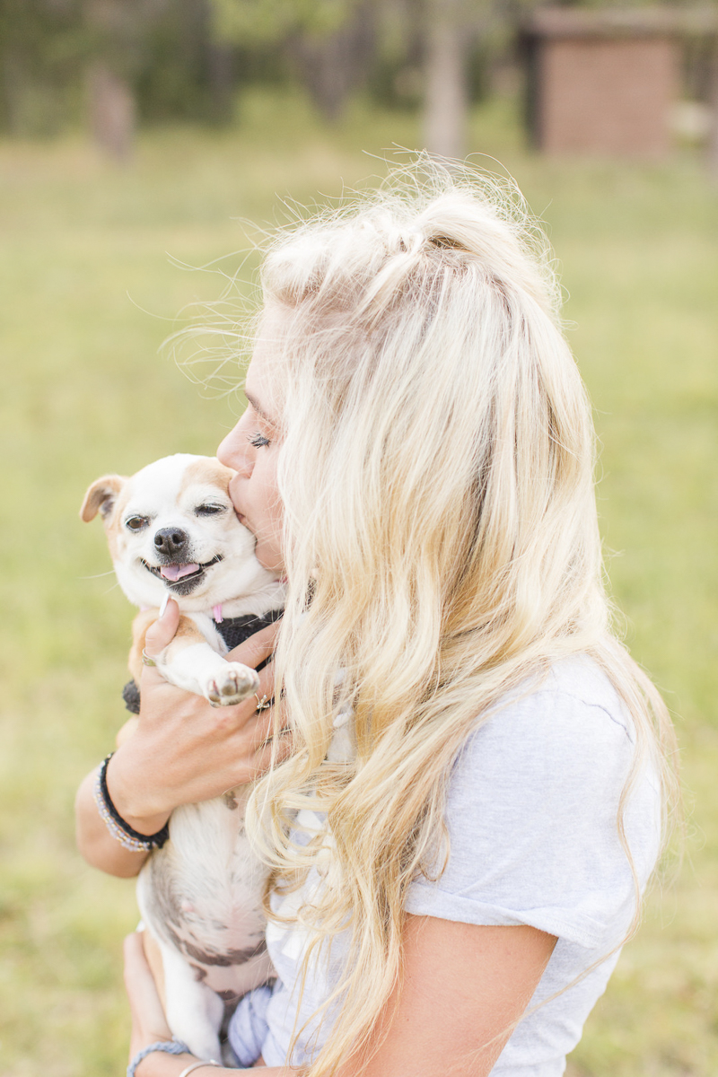 blonde girl holding her Chug, senior portraits with a dog, ©Hayden Easu Photography