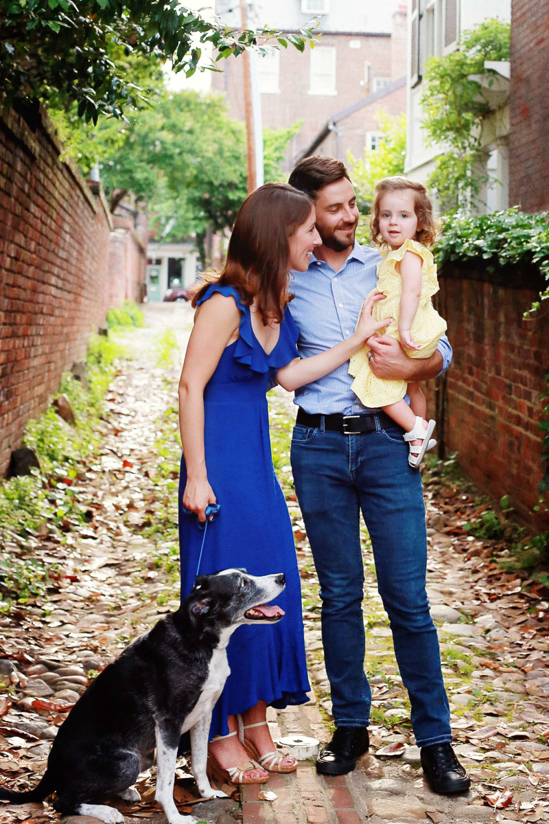 Lifestyle family photos with a dog | ©Helena Woods