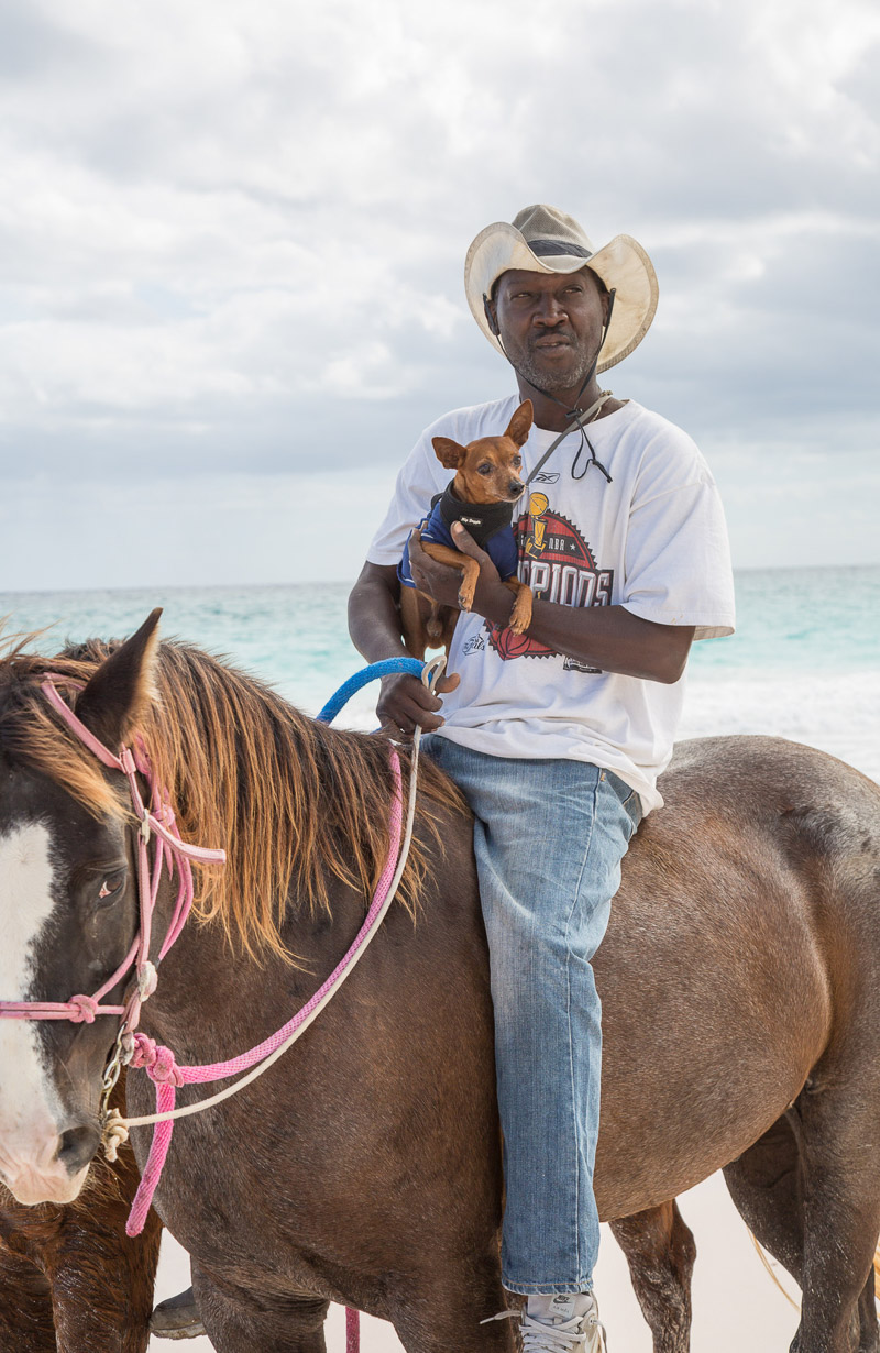man holding a min pin on a horse, Bahamas lifestyle photography | ©Paola Wells Photography