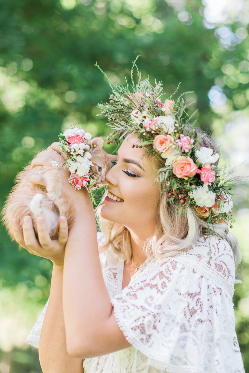bridal portraits with an orange kitten, © R and M Bledsoe Photography | kitten friendly styled shoot