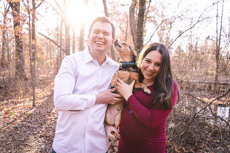 Including dog in a maternity session ideas, dog-friendly maternity session | ©Aim With Mia Photography