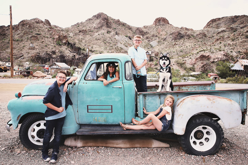 family photos with a dog in old truck ©Sarah Jay Photography, family portrait ideas
