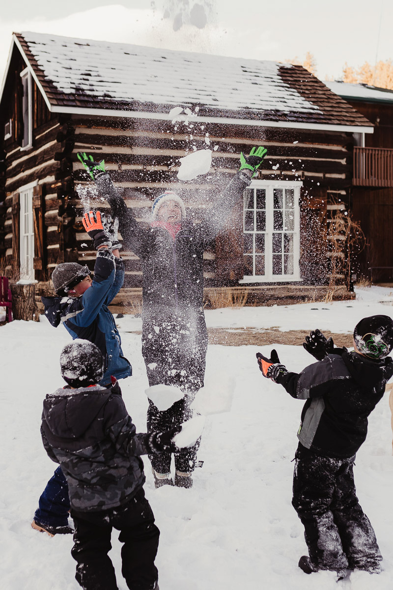 epic snowball fight, winter family fun photos | ©Good Morrow Photography, Arvada. CO