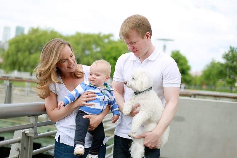 dog-friendly family portraits, Gantry Plaza State Park in New York City, Helena Woods | lifestyle pet photography