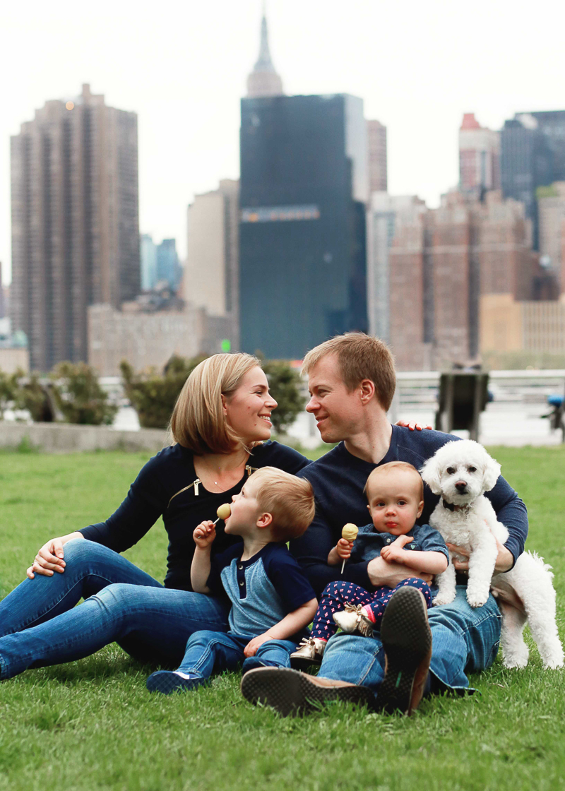 dog friendly family portraits, ©Helena Woods | Gantry Plaza State Park in New York City